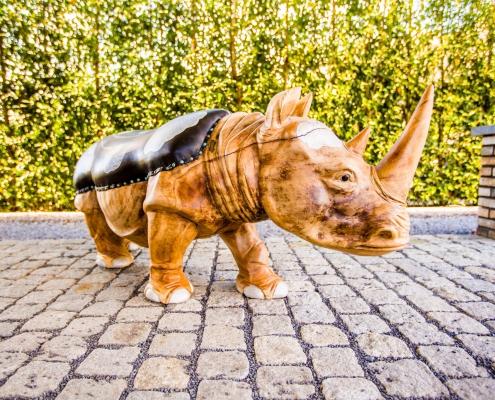 De Rhino handgemaakt teak houten designmeubel met handgeschilderde lederen zitting - interieur design - Angels Objects